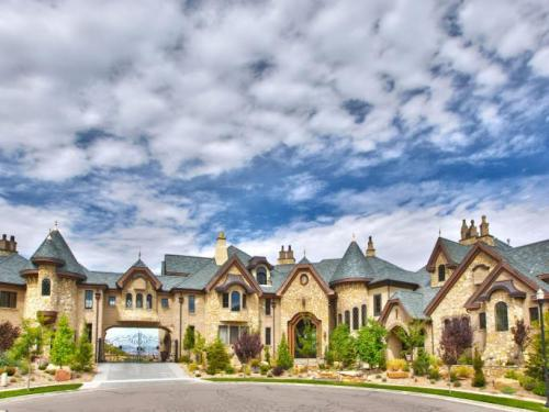 mega-mansion-1